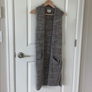 Aritzia sleeveless long open sweater size XS